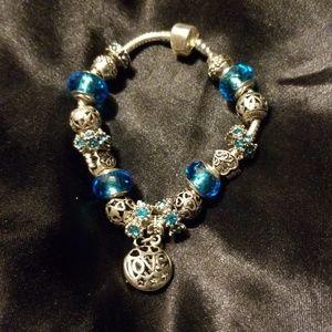 Jewelry - 💙💙Beautiful Charm Bracelet